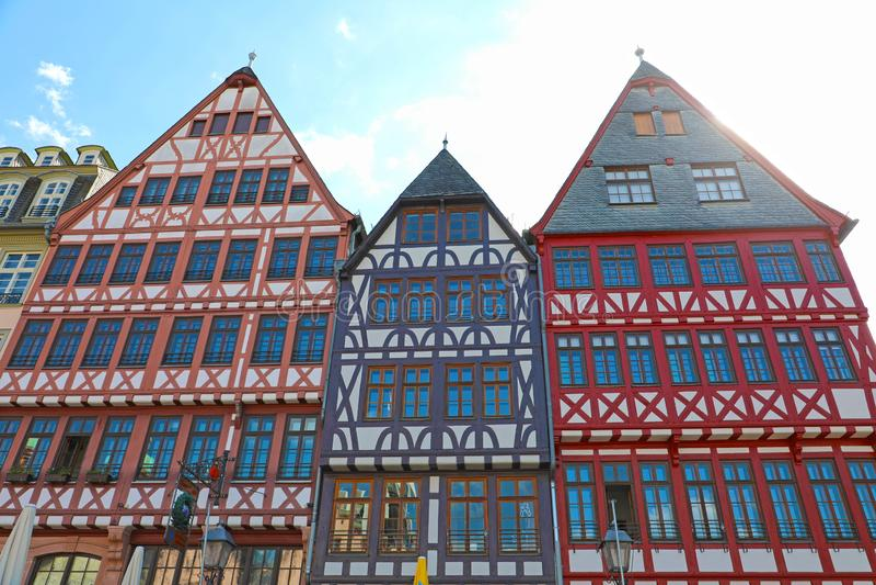 Häuser in altem Marktplatz Romerberg, Frankfurt, Deutschland lizenzfreie stockfotografie