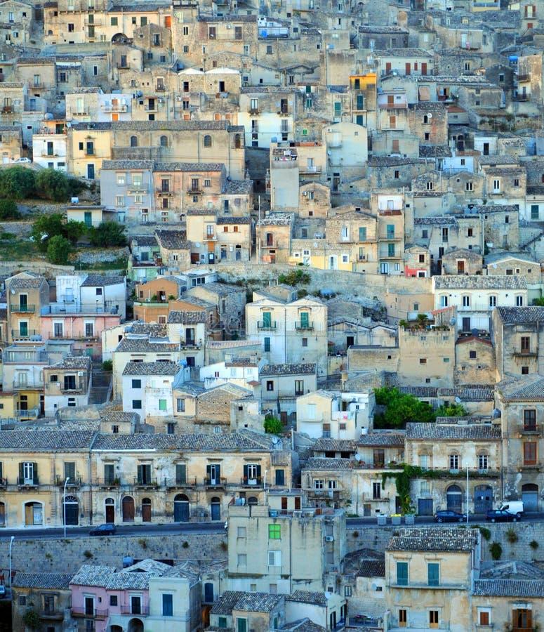 Häuser auf Abhang stockfoto