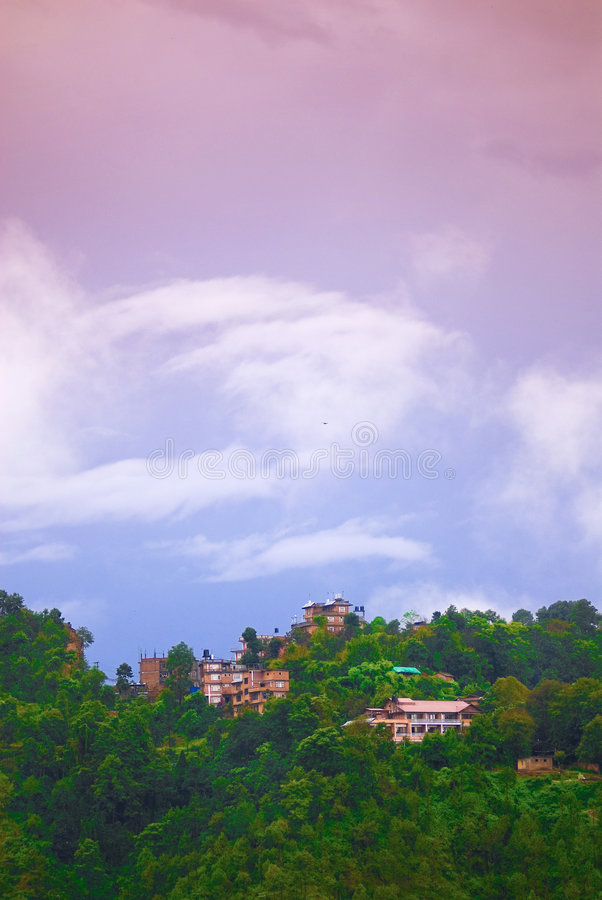 Häuser auf Hügel stockbild