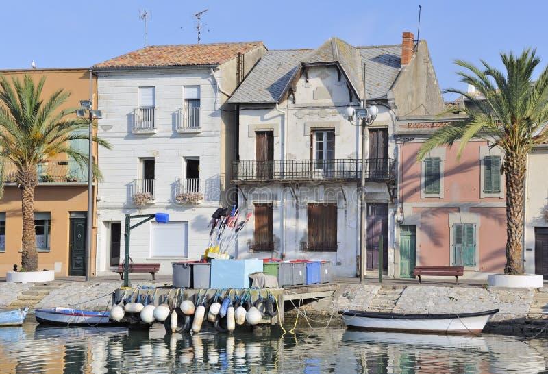 Häuser auf Ufergegend, Le-Grau-DU-ROI stockfotos
