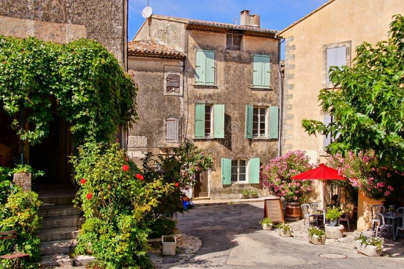 Häuser eines idyllischen Dorfes in Provence, Frankreich lizenzfreies stockfoto