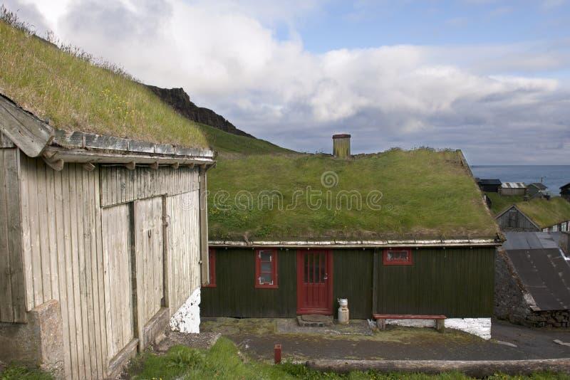 Häuser im Dorf der Insel Mykines lizenzfreies stockbild