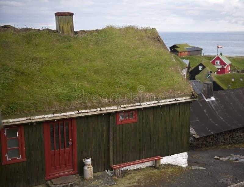 Häuser im Dorf der Insel Mykines lizenzfreie stockfotos