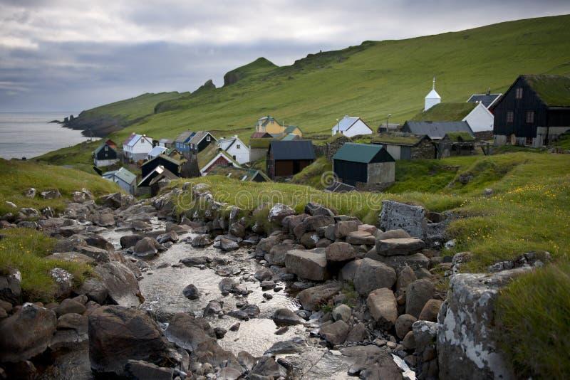 Häuser und Strom im Dorf stockfoto