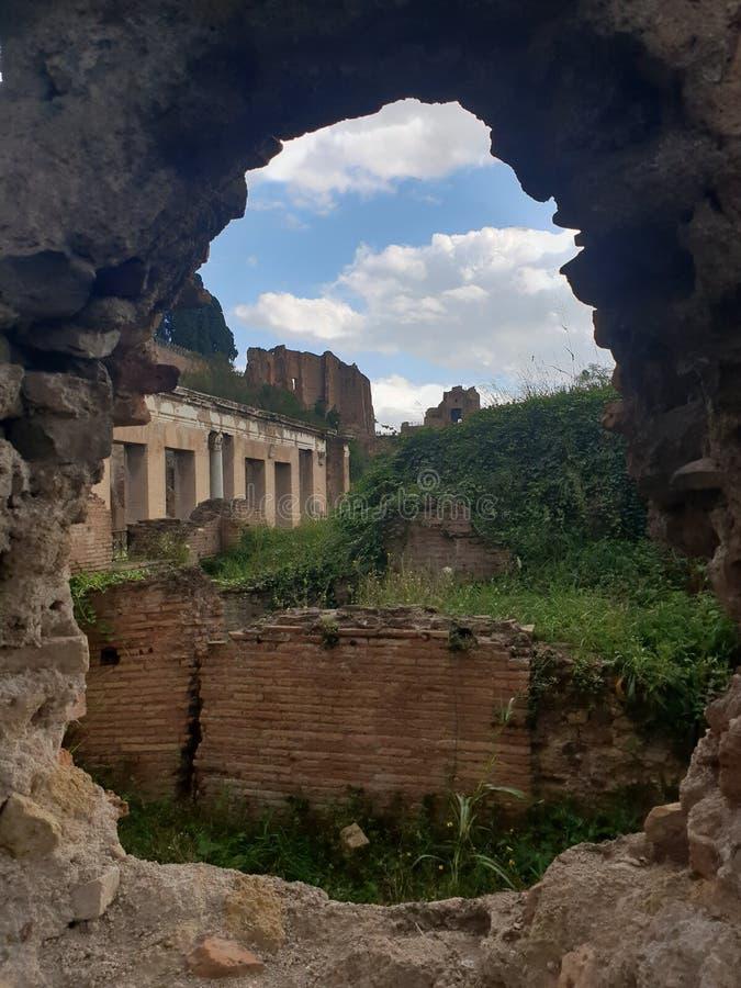 Hål i Rome arkivbilder