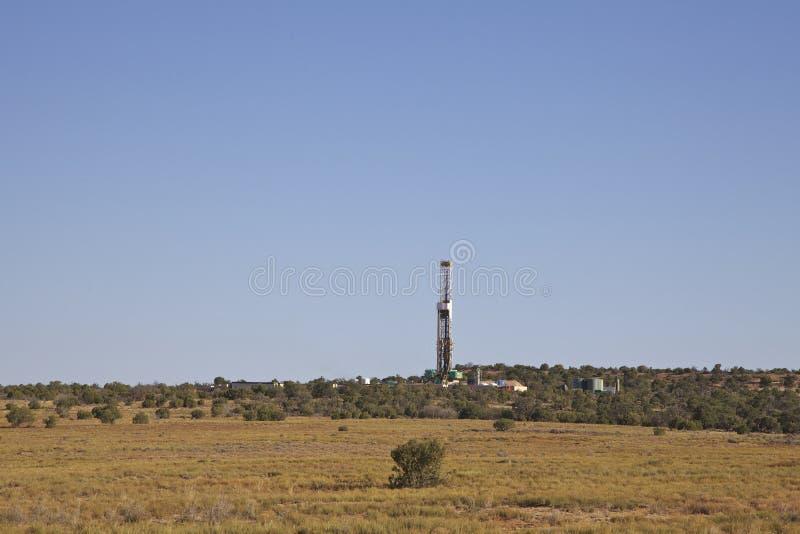 Hålande rigg för olja och för gas royaltyfria foton