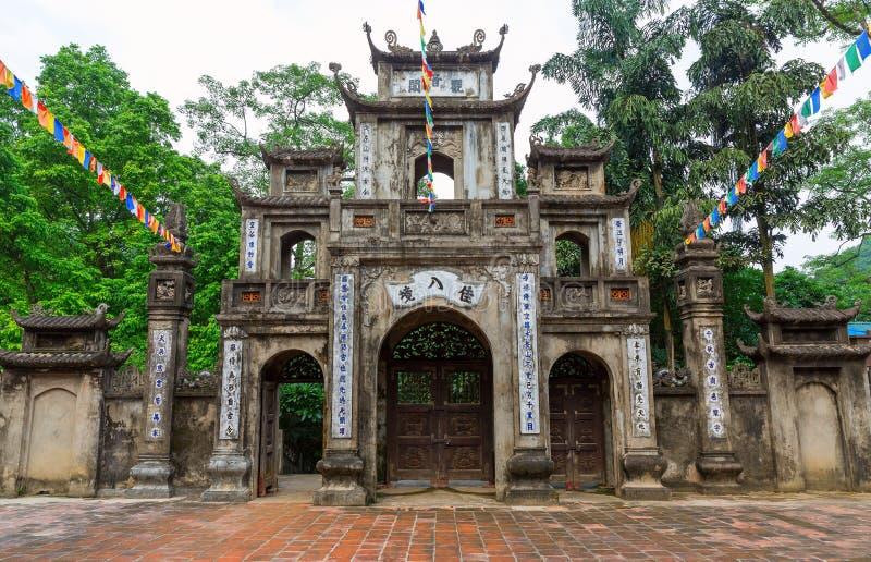 HålaTrinh tempel royaltyfri foto