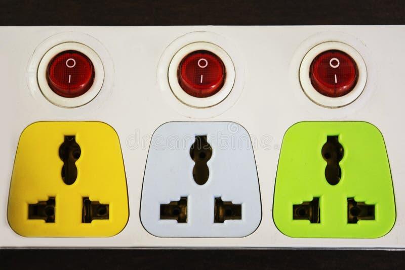 Håligheter för elektriskt uttag med strömbrytare fotografering för bildbyråer