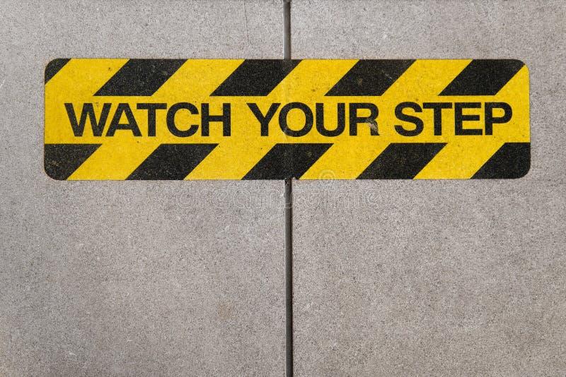 Håll ögonen på ditt tecken för momentkonstruktionsvarning royaltyfri bild