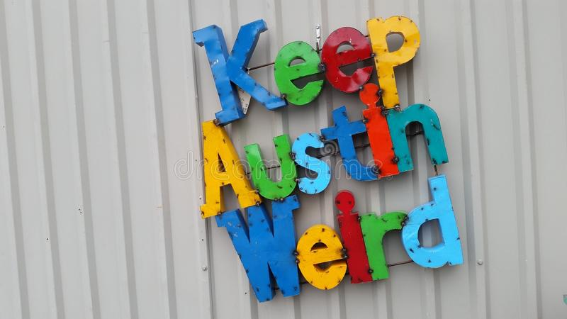 Håll Austin Weird Colorful Letters Central Texas Slogan royaltyfria foton