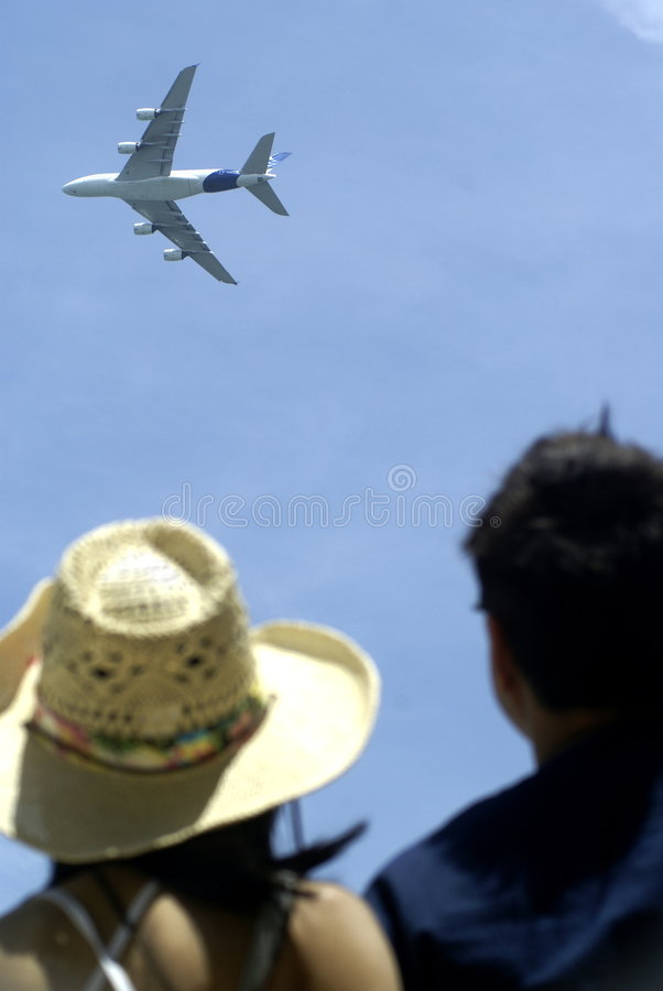 hålla ögonen på för flygbussåskådare royaltyfri fotografi