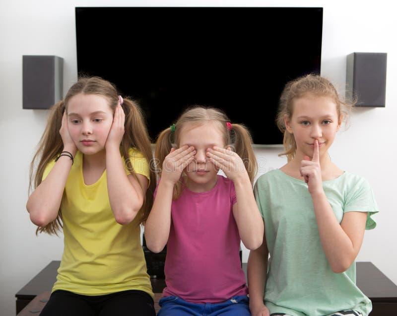 hålla ögonen på för tv royaltyfri fotografi