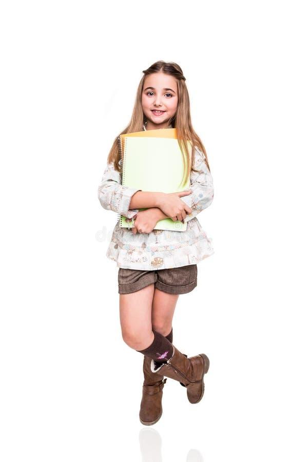 Hållande anteckningsbok för liten student arkivfoton