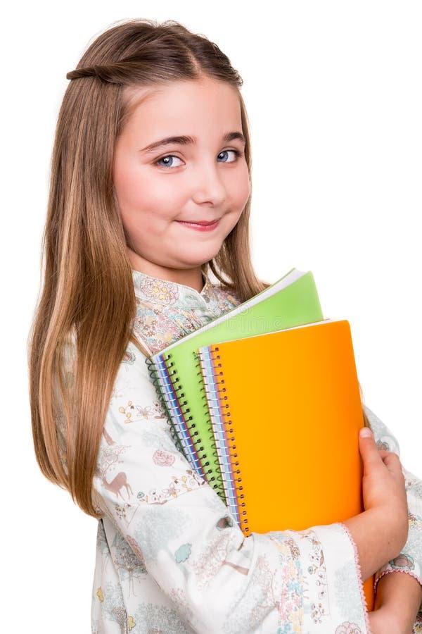 Hållande anteckningsbok för liten student royaltyfri foto