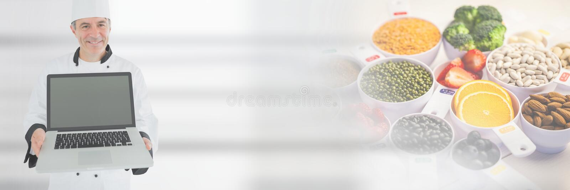 Hållande bärbar dator för kock med övergång för ny mat royaltyfri fotografi