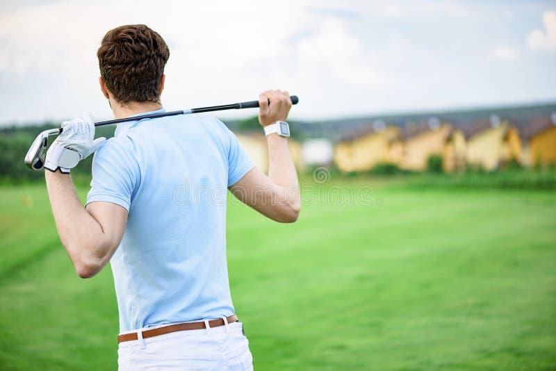 Hållande chaufför för golfspelare arkivfoto
