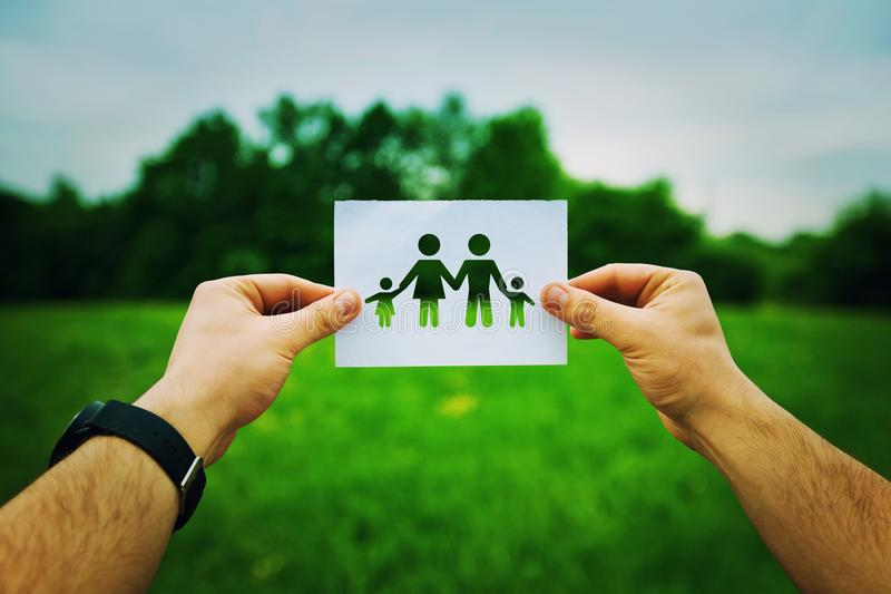 Hållande familjsymbol arkivfoto