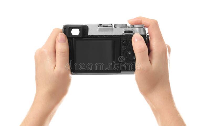 Hållande kamera för kvinnlig fotograf arkivbild