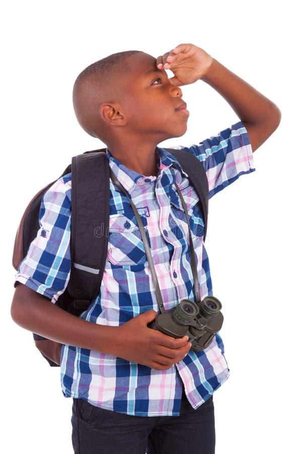 Hållande kikare för afrikansk amerikanskolapojke - svarta människor royaltyfri bild