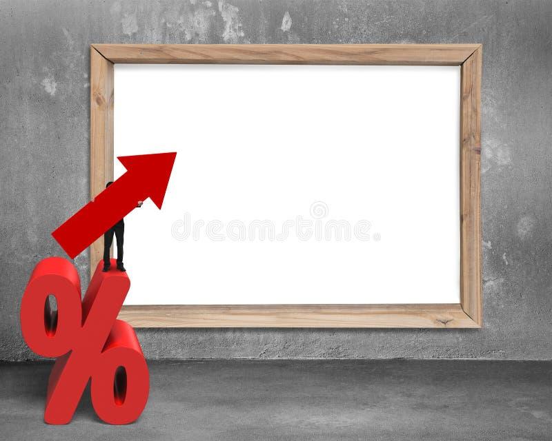 Hållande pilsymbol för affärsman på procentsatstecken med whitebo fotografering för bildbyråer