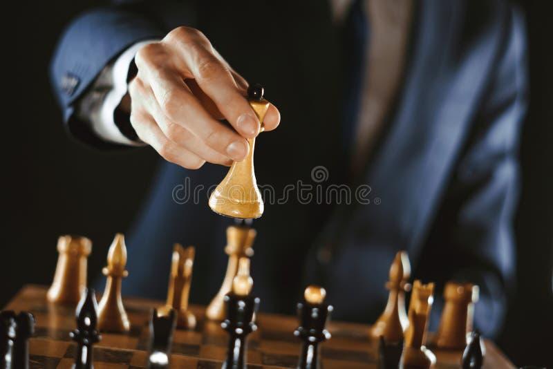 Hållande schack för hand royaltyfria bilder