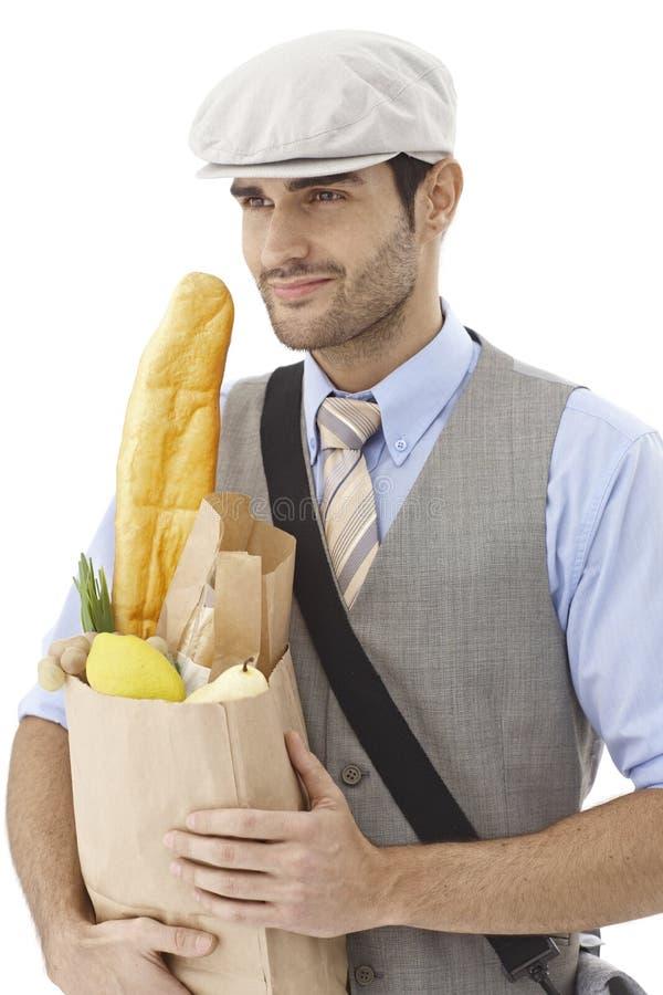Hållande shoppingpåse för ung man arkivfoton