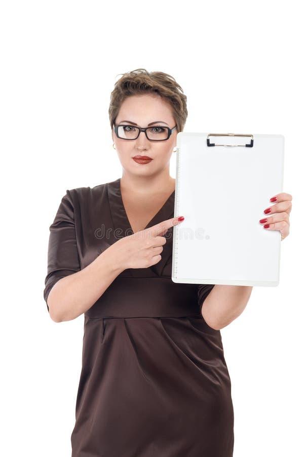 Hållande skrivplatta för kvinna royaltyfria bilder