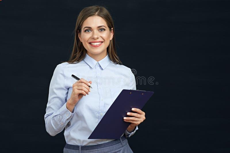 Hållande skrivplatta för social anställdkvinna arkivfoton
