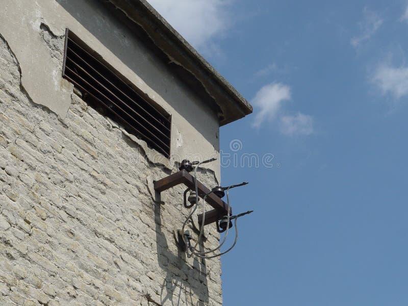 Hållaretrådtillförsel, elektrisk transformator arkivfoto