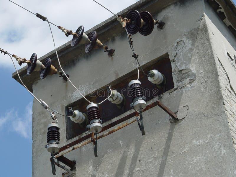Hållaretrådtillförsel, elektrisk transformator arkivbilder