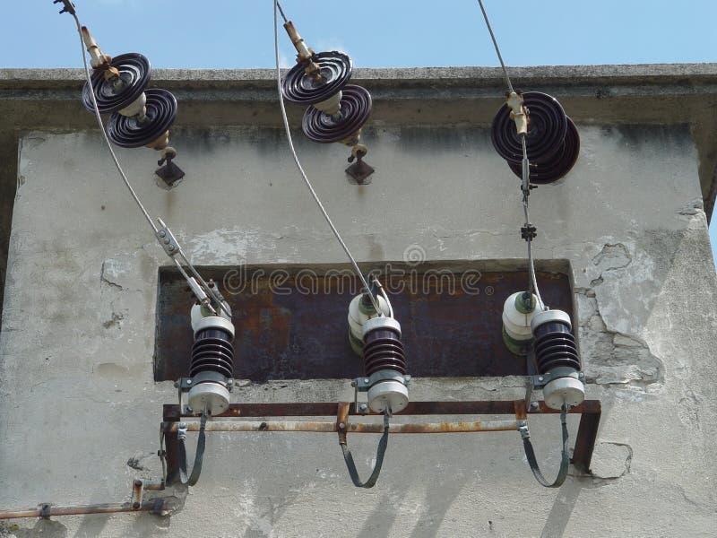Hållaretrådtillförsel, elektrisk transformator royaltyfri bild