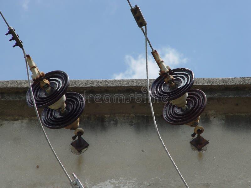 Hållaretrådtillförsel, elektrisk transformator royaltyfri fotografi