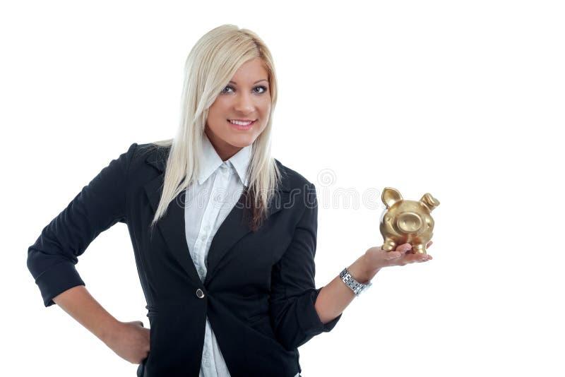 Hållen för affärskvinnan räcker in en stor spargris arkivfoto