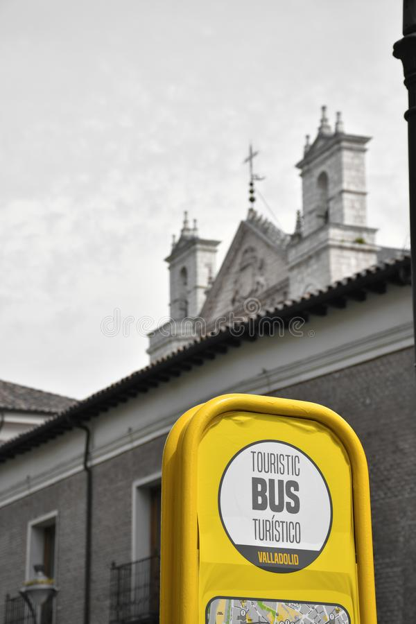 Hållplats av den touristic bussen royaltyfri foto