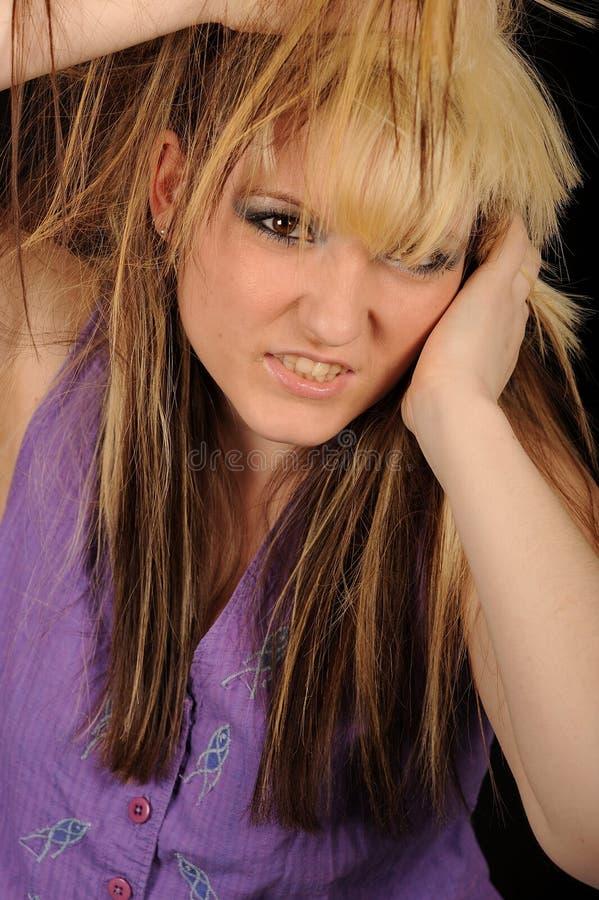 hår som drar den belastade kvinnan fotografering för bildbyråer
