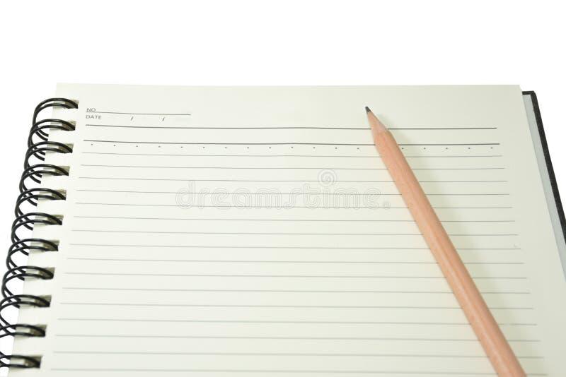 Hård räkningsanmärkningsbok med blyertspennan på isolerade vita bakgrundswi arkivfoto