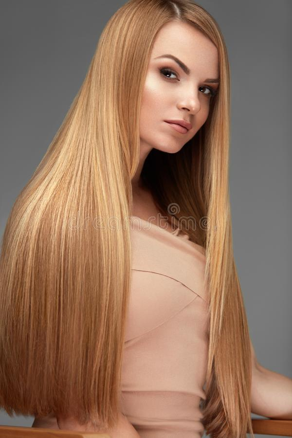 Hårskönhet Härlig kvinna med sunt långt rakt hår arkivbild