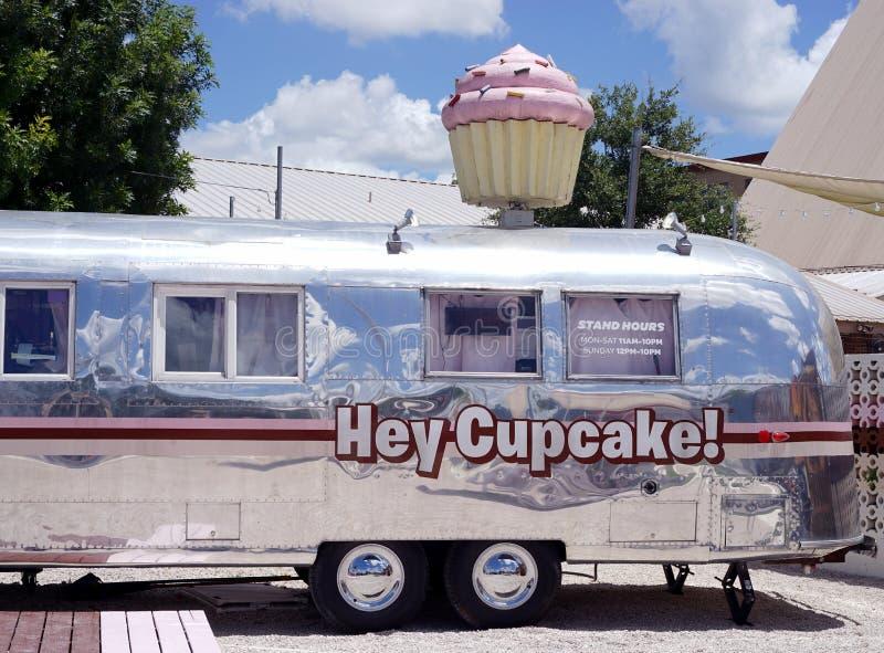Hé petit gâteau - vendeur de nourriture de dessert images stock