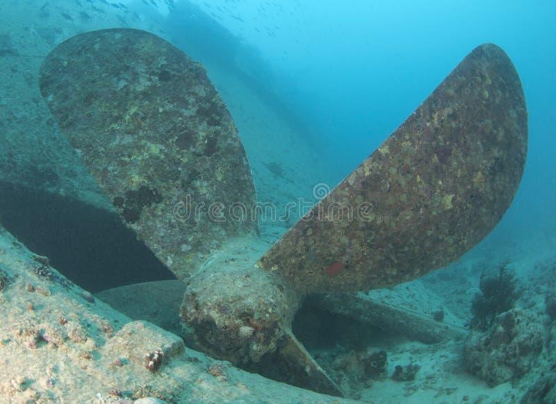 Hélice em um shipwreck imagens de stock royalty free