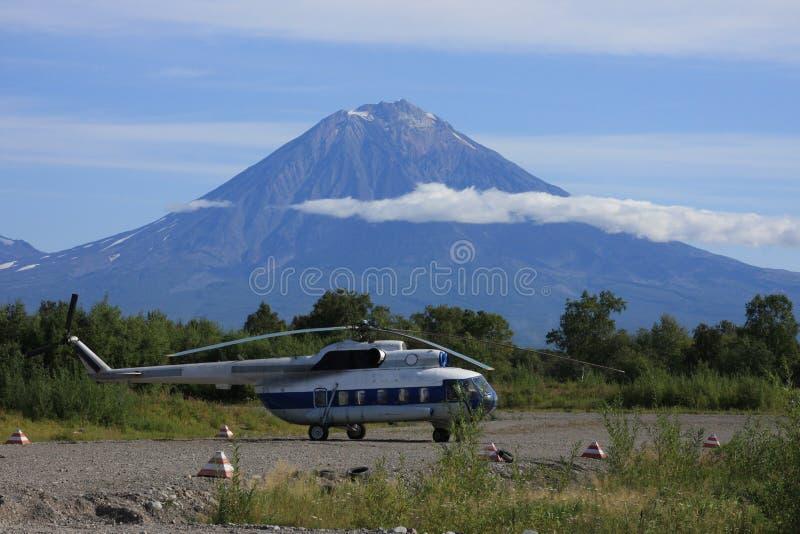 Hélicoptère au sous-sol du volcan photo stock