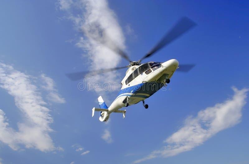 Hélicoptère dans le ciel photo libre de droits