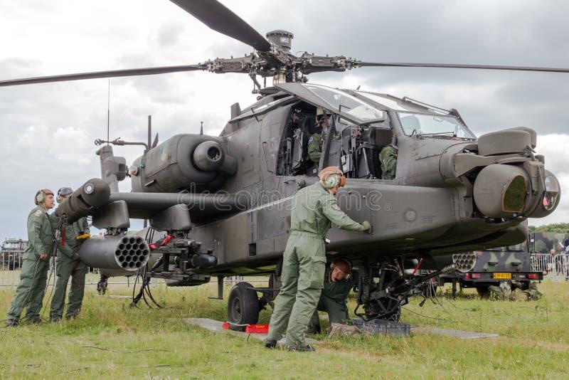 Hélicoptère de combat militaire d'Apache images stock