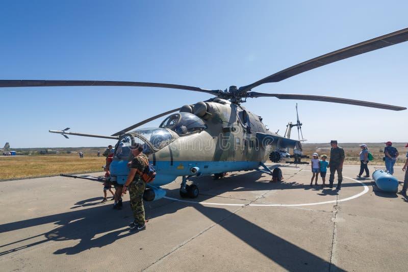 Hélicoptère de combat russe moderne MI-35M images libres de droits
