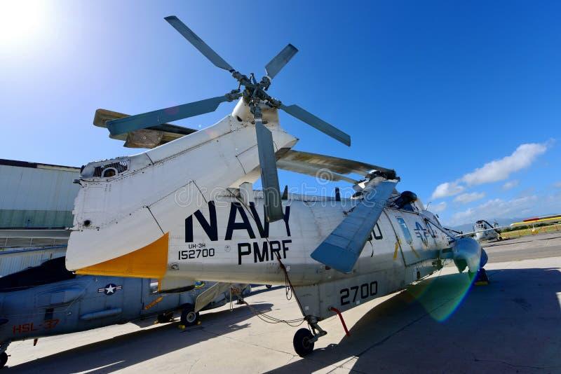 Hélicoptère de délivrance de Sikorsky H-3 Sea King de marine des USA sur l'affichage au musée Pacifique d'aviation de Habor de pe photographie stock