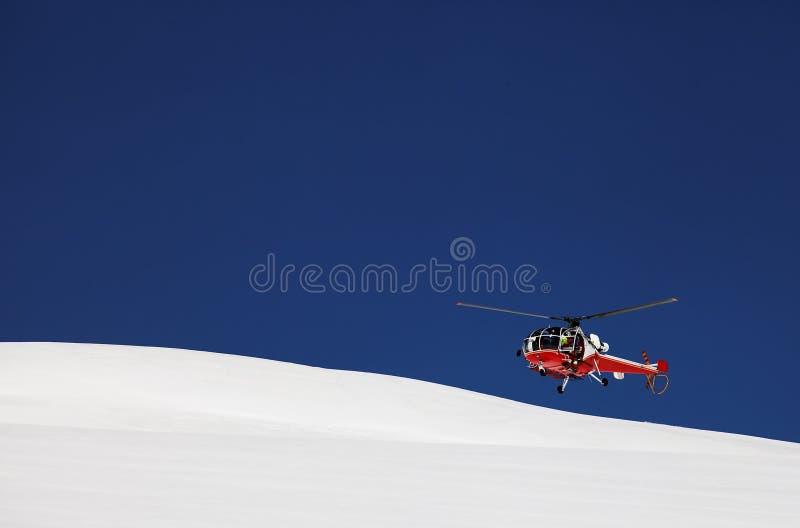 Hélicoptère de sauvetage de montagne photographie stock