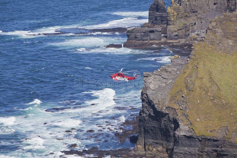 Hélicoptère de sauvetage du garde côtier image libre de droits