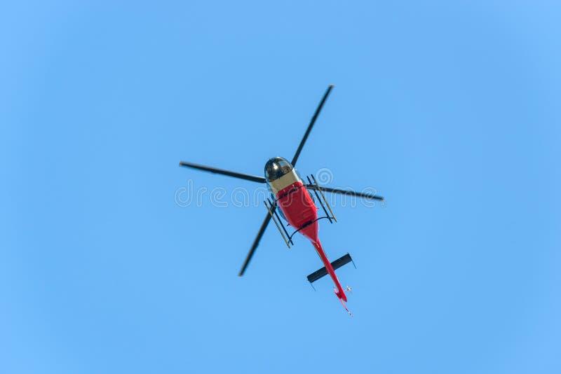 hélicoptère de vol photographie stock