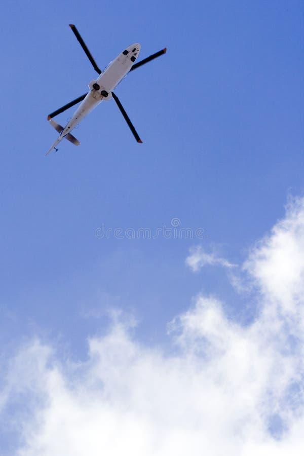 Hélicoptère en vol photos stock