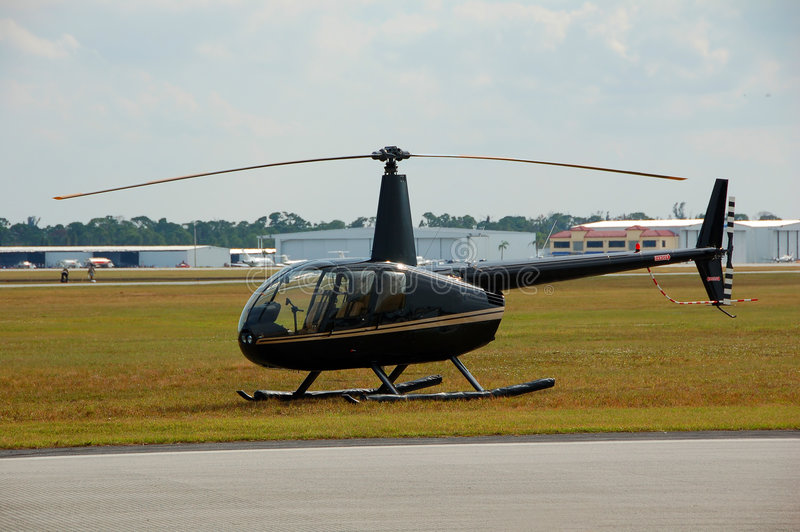 Hélicoptère léger au sol photos libres de droits