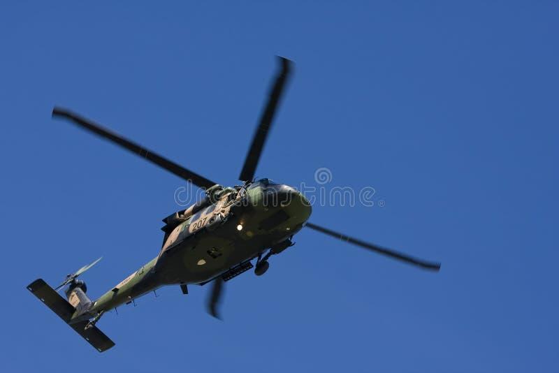 Hélicoptère noir australien de faucon images stock